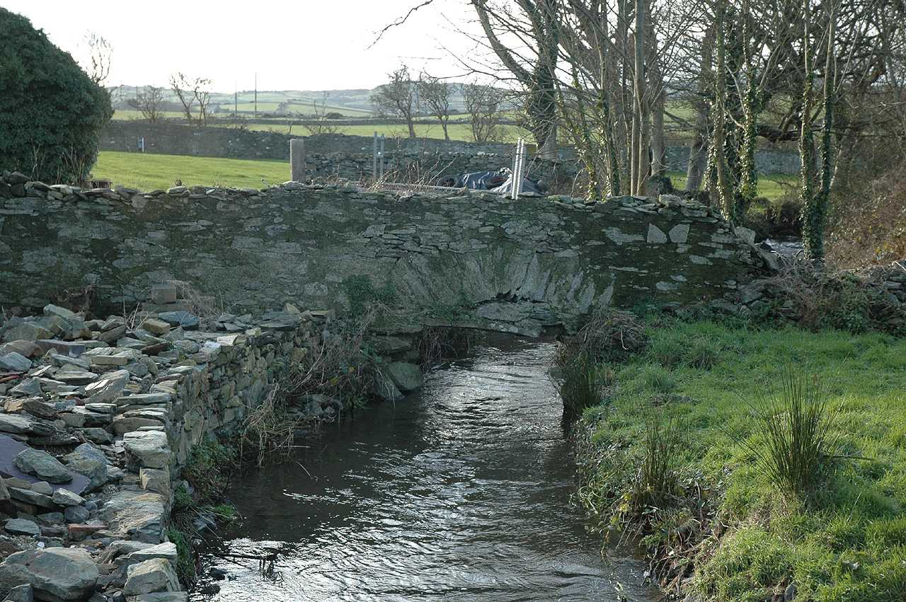 Cemlyn, Cafnan House, the river running onto the Mill
