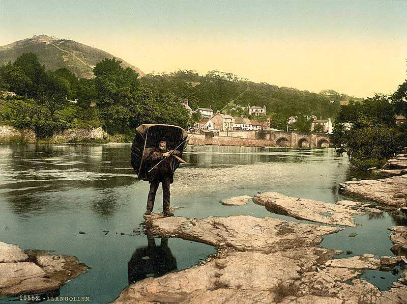 llangollen - coracle and river