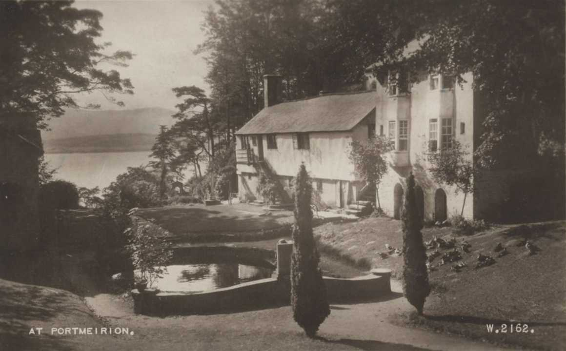 portmeirion - an old photo of trinity and neptune