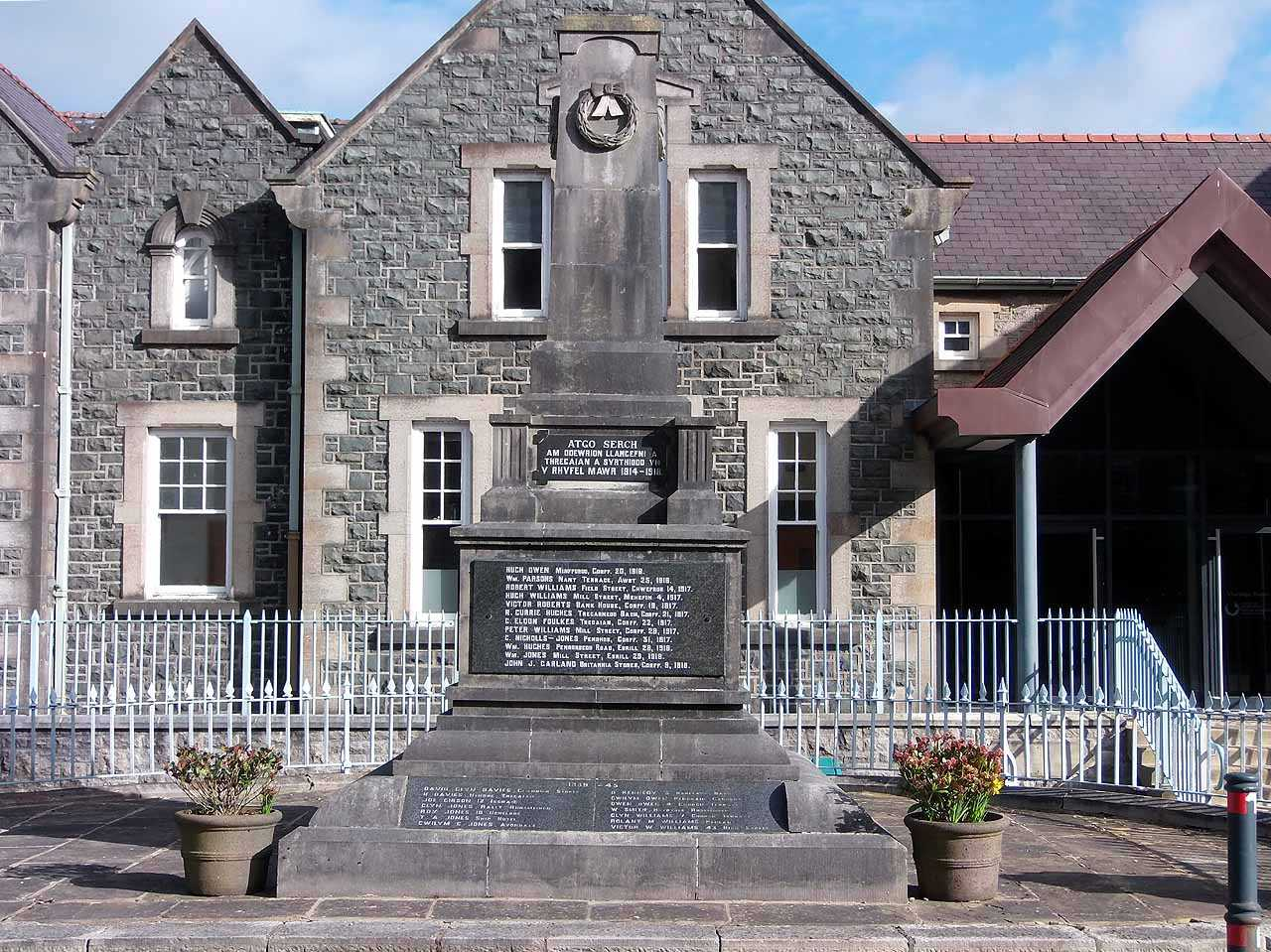 Anglesey, Llangefni War Memorial - front view