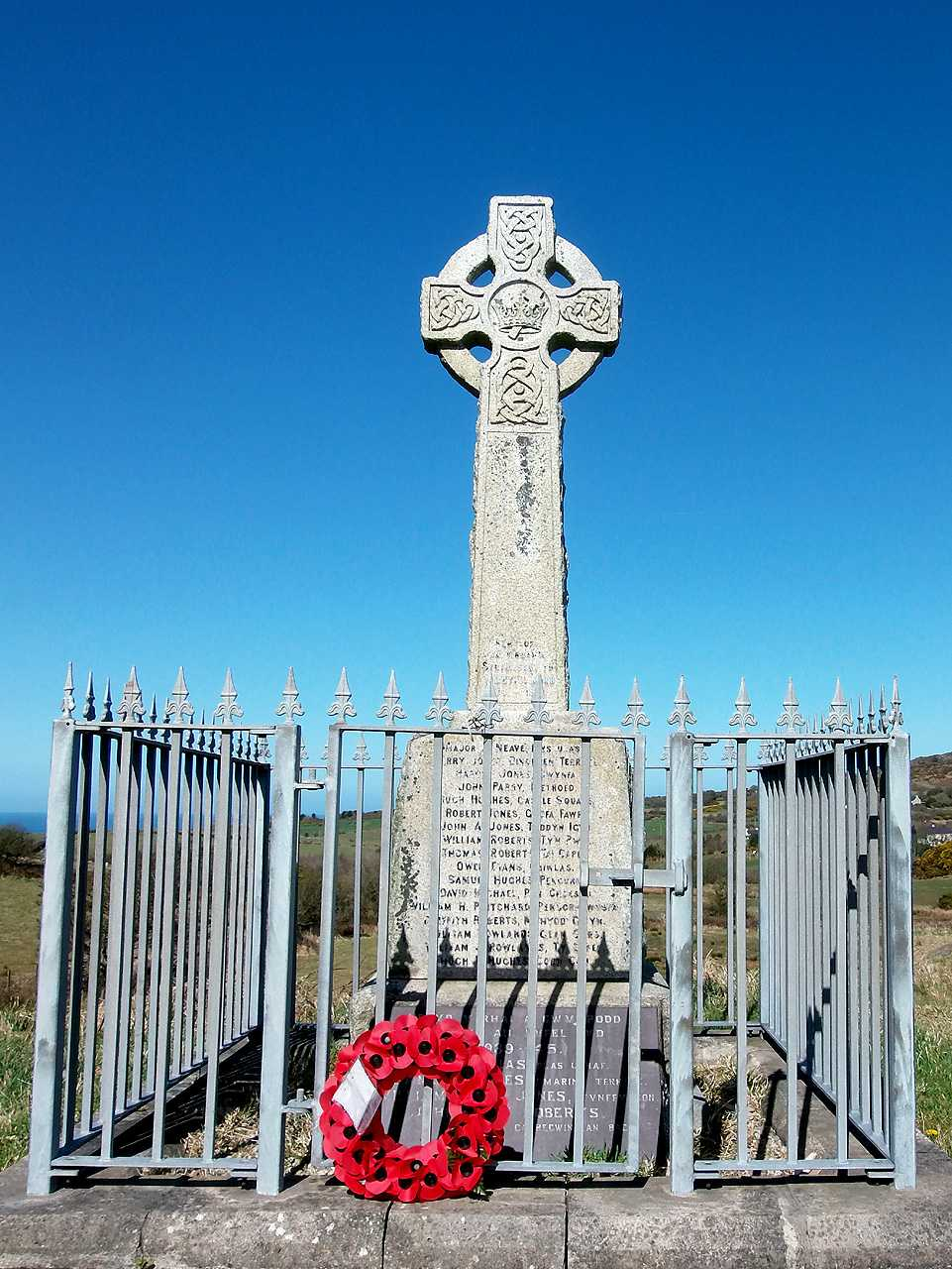 Anglesey, Penysarn War Memorial and Railings