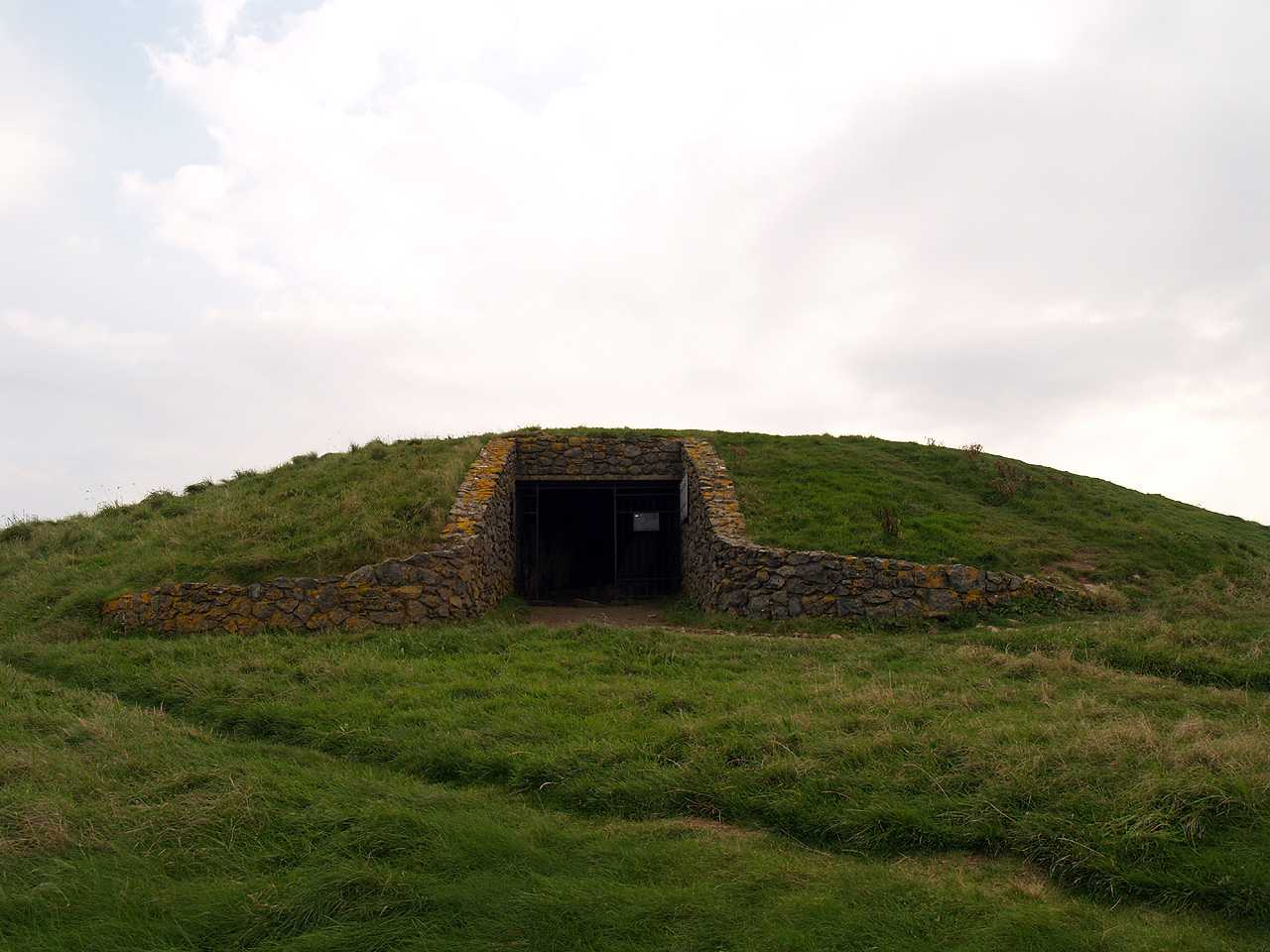 Anglesey, Llanfaelog, Barclodiad-y-Gawres Burial Chamber - Front Entrance and Mound
