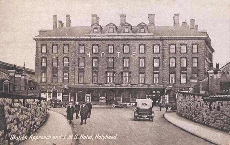 Probably a 1930's photograph of the Rail Station Hotel and Approach